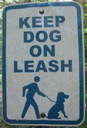 Keep_dog_on_leash-sign_American_Tobacco_RT_2015_07_05-6