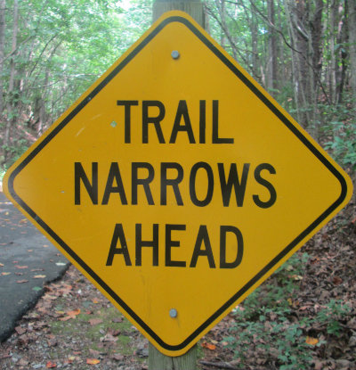 Trail_narrows_ahead_sign_Greensboro_NC_RT_System_2015_07_06