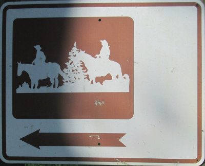 Horse-riders-symbol-with-arrow-sign-Longleaf-Trace-MS-2015-06-11
