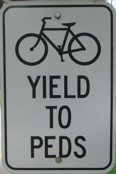 Bikes-yield-to-peds-sign-Boise-River-Greenbelt-ID-5-7-2016