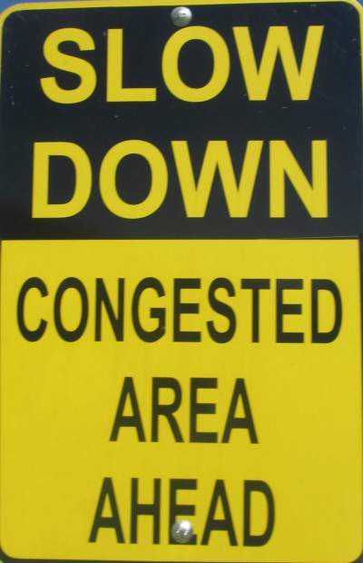 Congested-area-sign-Island-Line-Rail-Trail-Burlington-VT-9-1-2016
