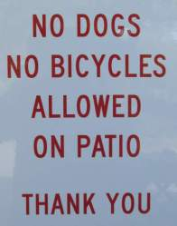 No-dogs-on-patio-sign-Trail-of-the-Coeur-d'Alenes-ID-5-12-2016