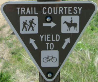 Trail-courtesy-sign-Union-Pacific-Rail-Trail-Park-City-to-Echo-UT-5-1-2016