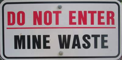 Mine-waste-sign-Trail-of-the-Coeur-d'Alenes-ID-5-12-2016