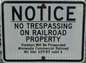 No-trespassing-sign-Midtown-Greenway-Minn-MN-5-10-17