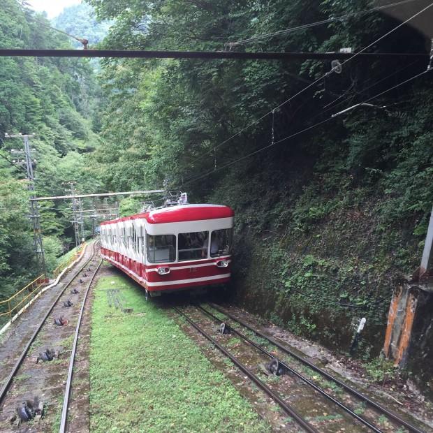 高野山駅 ケーブル2-min