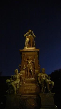 빈 중심부 슈타트파크 공원에 서 있는 프란츠 슈베르트의 동상. 사진: 박진아.