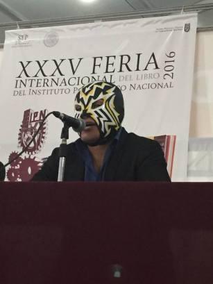 El más técnico de los técnicos: Eléctrico, técnico del ESIME y del CMLL. Foto: Margarita de Orellana. (Facebook)