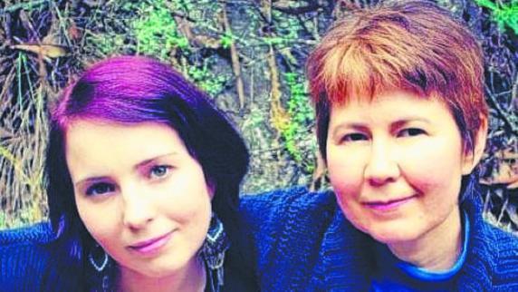 พญ. Leonie Geldenhuys และ Janie บุตรสาว