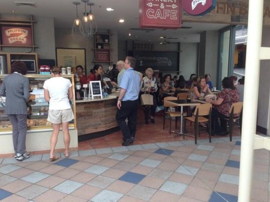 คาเฟ่ Muffin Break ที่ Warringah Mall ในโฆษณาขายแฟนไชส์