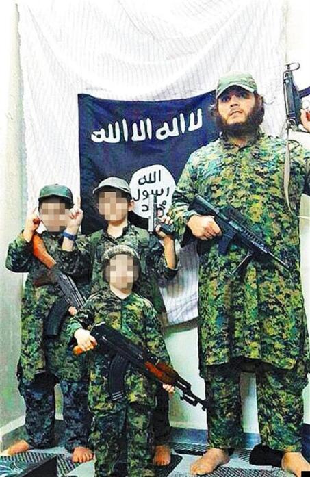 นาย  Khaled Sharrouf  และบุตรชายทั้งสามในซีเรีย