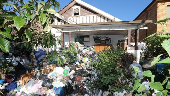 บ้านสะสมขยะที่ย่าน Bondi ของครอบครัว Bobolas