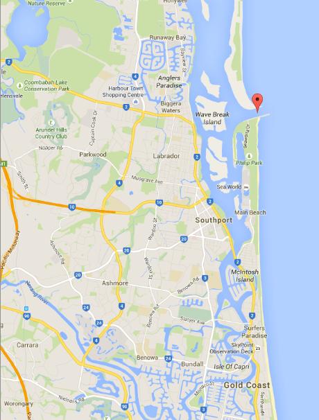 ภาพจาก google map จุดแดงคือ Gold Coast Seaway มีผู้พบเห็นวาฬเผือกผ่านลงใต้ไม่ไกลจากจุดนี้