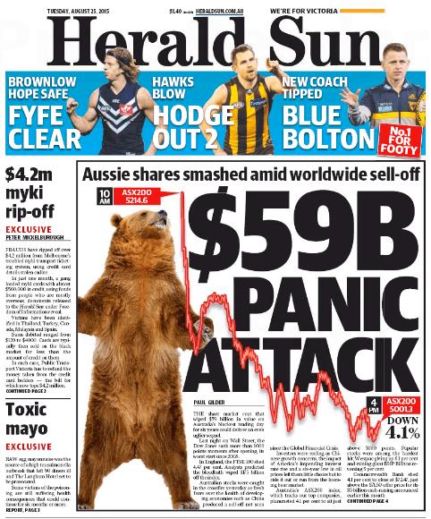 นสพ. Herald Sun ฉบับ 25 ส.ค. 2015 พาดหัวข่าวอาการตื่นตกเล่นงานหุ้นออสซี่ 59 พันล้านเหรียญ ท่ามกลางทั่วโลกเทขายหุ้น / พร้อมเส้นกร๊าฟในเวลา 10.00 น. ดัชนี ASX200 อยู่ที่ 5214.6 จุด ปิดตัวในเวลา 16.00 น.อยู่ที่ 5001.3 จุด โดยตกลง 4.1%