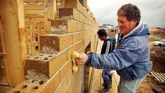 ช่างก่ออิฐในออสเตรเลีย ค่าจ้างตกก้อนละ 2 เหรียญ : ภาพจาก oneserland.com.au