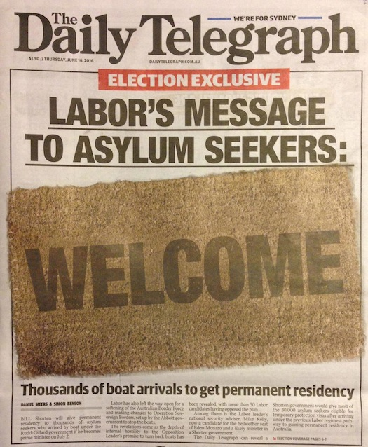 นสพ.the Telegraph ฉบับ 16 มิถุนายน 2016 เสนอข่าวพรรคเลเบอร์จะนำเอานโยบายปูพรมต้อนรับผู้ลี้ภัยทางเรือเข้าเป็นผู้อยู่อาศัยถาวรหากชนะเลือกตั้ง อาจมีส่วนให้เรือมนุษย์ลองเสี่ยงอันตรายลักลอบเข้ามาในน่านน้ำอีกครั้ง