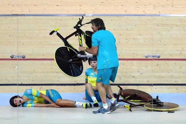 ปีซวยของ Melissa Hoskins นอกจากได้รับบาดเจ็บรถจักรยานล้มแล้วยังถูกตำรวจบราซิลจับอีก : ภาพจากสำนักข่าว ABC