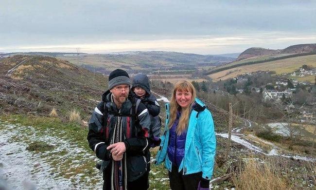 ครอบครัว  Brain ที่แคว้น Highlands ประเทศสกอตแลนด์ : ภาพจากนสพ. the Guardian
