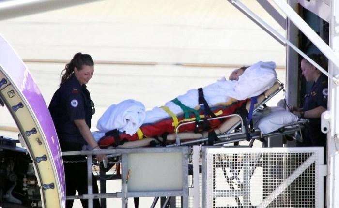นาง Jie Shen Kang ขณะถูกนำส่งโรงพยาบาล : ภาพจากนสพ. the West Australian