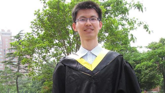 นาย Fangzhou Zhou นศ.ปริญญษเอกผู้ดาวน์โหลดภาพและวีดีโอลามกอนาจารเด็กจากอินเทอร์เน็ต : ภาพจากนสพ. the Telegraph ต้นฉบับเฟสบุ๊ค