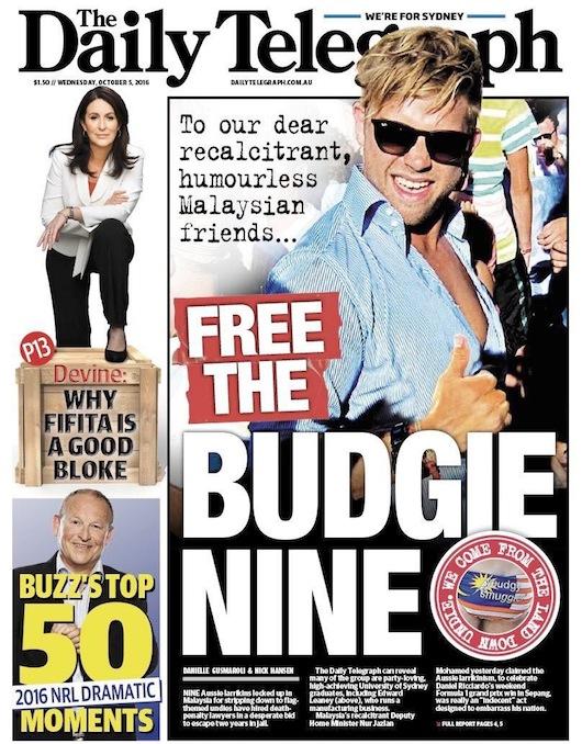 """นสพ. The Telegraph ฉบับ 5 ต.ค. 2016 พาดหัวข่าว """"ปล่อยพวก Budgie Nine"""" (แต่ดูเหมือนผู้ที่ได้รับประโยชน์จากเหตุการณ์ครั้งนี้คือแบรนด์ budgie smugglers มีสื่อฯประชาสมันพันธ์ให้ฟรีไปทั่วโลก)"""