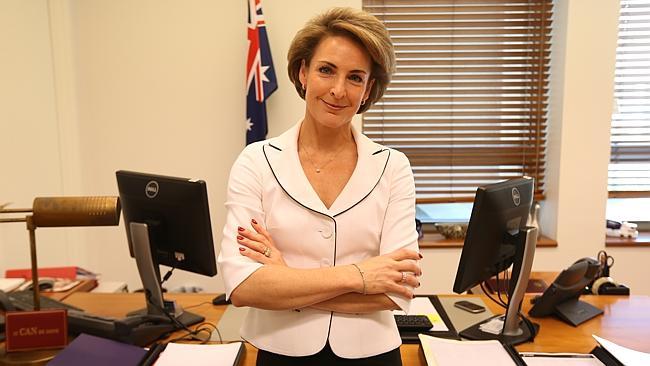 นาง Michaelia Cash ร.มว.การจ้างงาน : ภาพจากนสพ. The Australian