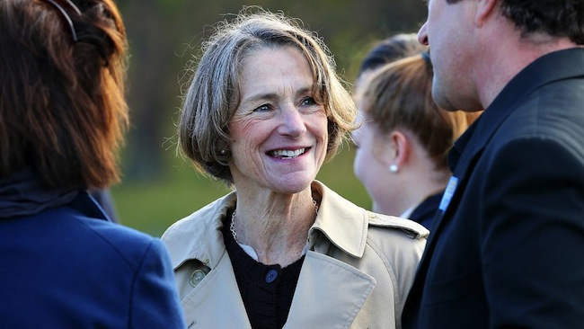 ศจ. Kate Warner ผู้แทนพระองค์สมเด็จพระราชินีฯประจำรัฐแทสมาเนีย : ภาพชั่วคราวจากนสพ. The Mercury News