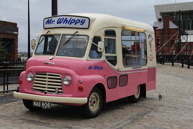 """รถขายไอติม """"Mr Whippy"""" รุ่นปี ๑๙๖๐ ในสภาพปรับปรุงใหม่เอี่ยม"""