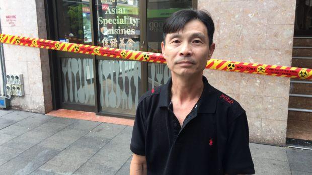 นาย  Steve Lau เจ้าของร้านพนมเปญเทคอะเวย์ : ภาพชั่วคราวจากนสพ. The SMH