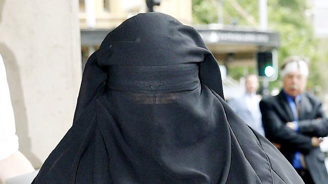 นาง Moutia Elzahed ในขณะมาที่ศาลเมื่อสัปดาห์ที่ผ่านมา : ภาพจาก News.com.au