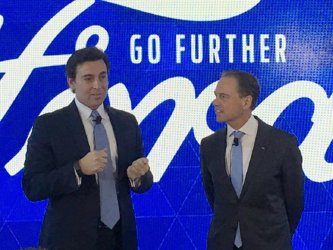 นาย Mark Fields ผู้อำนวยการบริหารของ Ford (ซ้ายมือ) พบกับตัวแทนของรัฐบาลกลางเพื่อขอความมั่นใจว่าออสเตรเลียจะมีกำลังผลิตวิศวกรเพียงพอต่อการลงทุนด้าน R&D ในออสเตรเลีย : ภาพจากสำนักข่าว News Corp