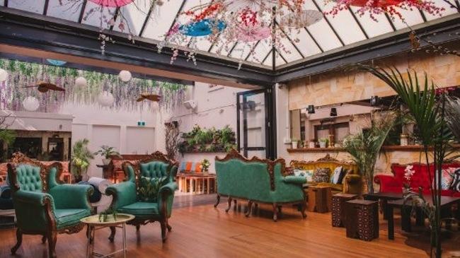 ภายในร้านอาหาร Crane Bar ที่ดูมีระดับ : ภาพจาก TripAdvisor