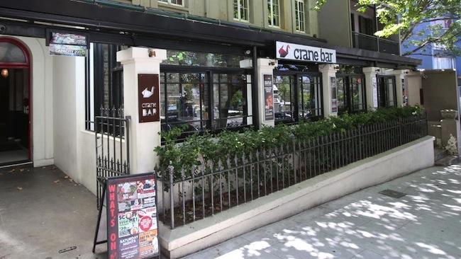 ร้านอาหาร Crane Bar ที่ริมถนน Bayswater Rd. ย่าน Potts Point : ภาพจากนสพ. The Telegraph