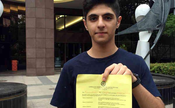 นาย Pouya Ghadirian นักเรียนวัย 15 ปีผู้ถูกสหรัฐปฏิเสธเข้าประเทศ : ภาพชั่วคราวจากสำนักข่าว skynews