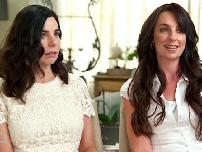 น.ส. Joanne Lees (คนขวา) กับ Jess น้องสาวต่างมารดา : ภาพชั่วคราวจากสำนักข่าว News Corp
