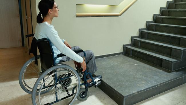 หากเป็นคนพิการในออสเตรเลียอาจไม่มีสิทธิได้เงินสวัสดิการคนพิการเพราะสมองและแขนยังทำงานได้ แต่ถ้าเป็นคนติดยาเสพติดอาจได้สิทธินี้ไป.... มิน่าเล่าผู้อยู่ในธุรกิจค้ายาฯจึงเจริญรุ่งเรืองกันทั่วหน้าในประเทศนี้ : ภาพจากสำนักข่าว News.com.au