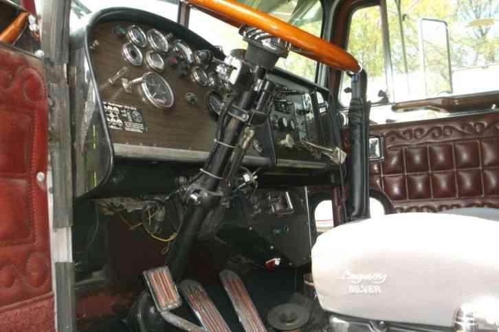 Peterbilt 359 1981 Daycab Semi Trucks