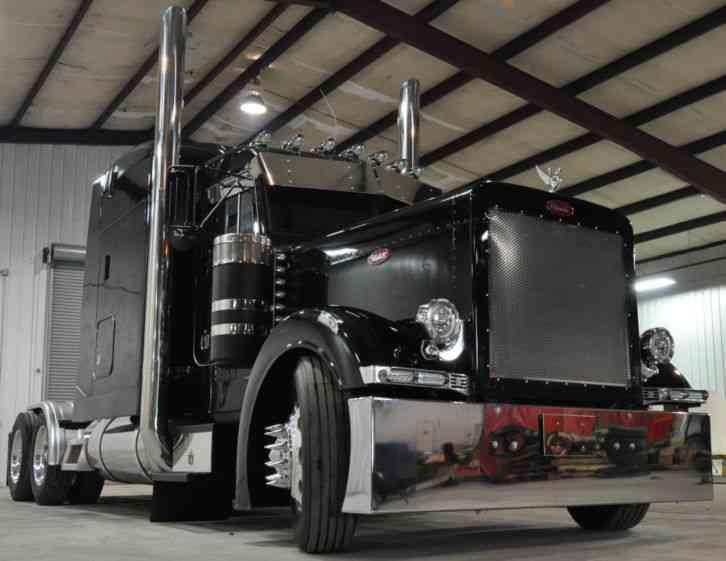 Black Peterbilt 379 Custom Truck