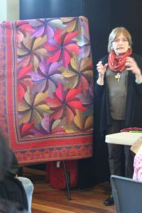 Jinny Beyer speaks on quilting
