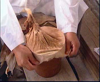 Tradiční výroba Pu-Erhového koláče