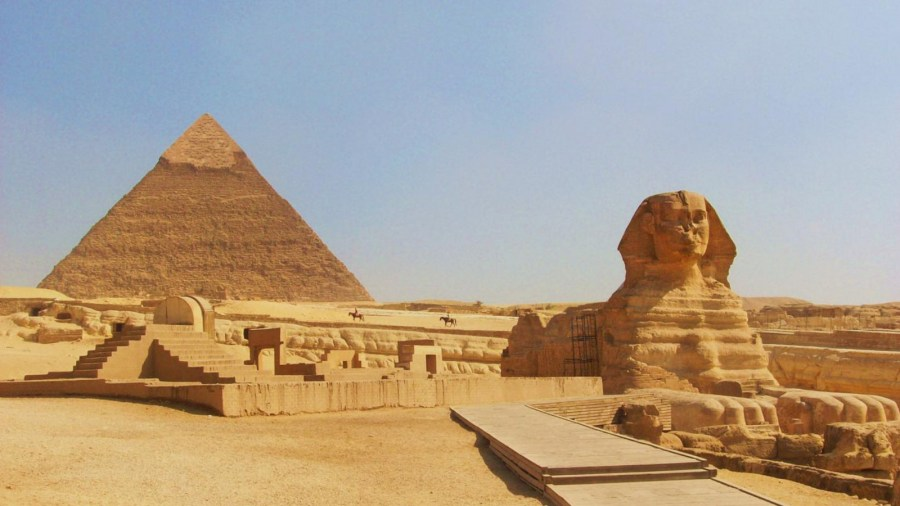 #17. Great Pyramids (Menkaura, Khafre, Khufu) and Great Sphinx. Giza, Egypt. Old Kingdom, Fourth Dynasty. c. 2550–2490 BCE. Cut limestone.