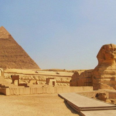 #17. Great Pyramids (Menkaura, Khafre, Khufu) and Great Sphinx. Giza, Egypt. Old Kingdom, Fourth Dynasty. c. 2550–2490 BCE. Cut limestone.