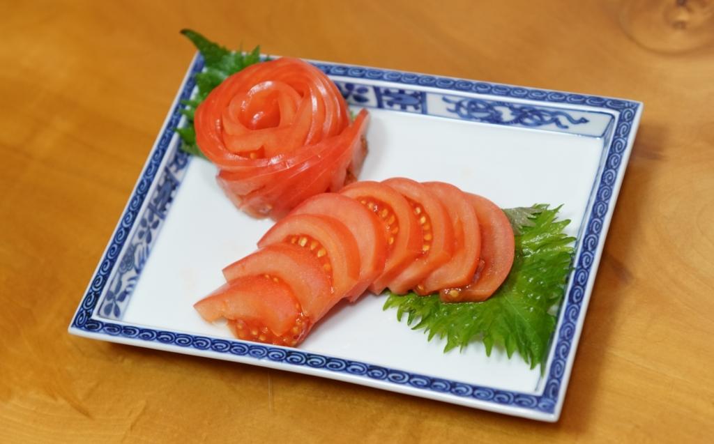 トマトスライスの盛り付け