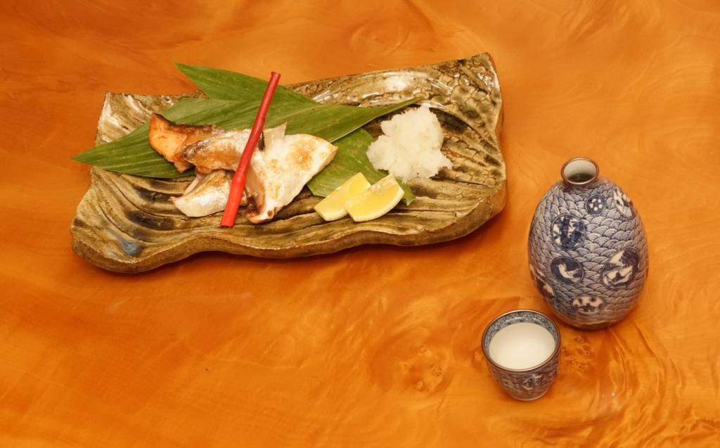 鮭カマの塩焼きと日本酒