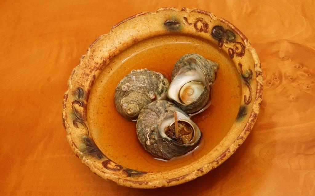 ヒメサザエの含め煮の盛り付け