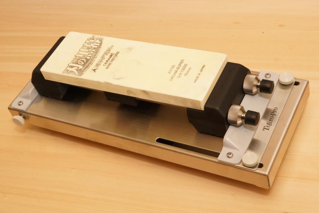 tojiro-pro 砥石固定台 F-643と砥石固定台の組み合わせ