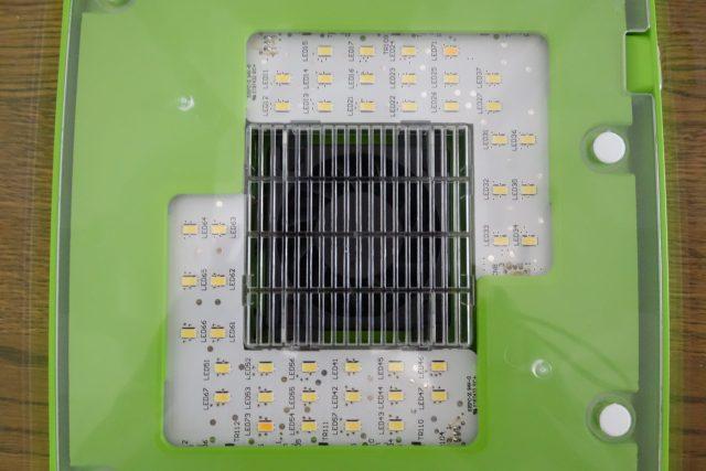 Greenfarmの徹底レビュー。LEDがたくさんついています。