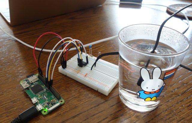 ラズパイでサーミスタを使って温度を測定している様子