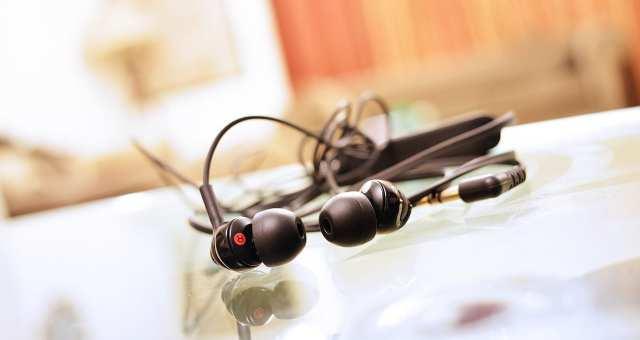 周りに注意して音楽を楽しもう!ランニングに最適なイヤホン7選