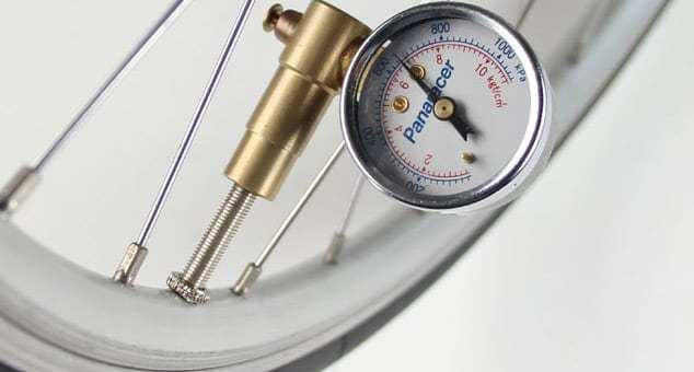 簡単に空気圧を管理するならこれ!パナレーサーのエアーゲージ